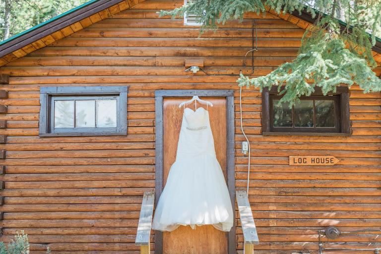 goldeye-center-nordegg-rocky-mountain-wedding-courtney-aaron-moritz-emilie-photography