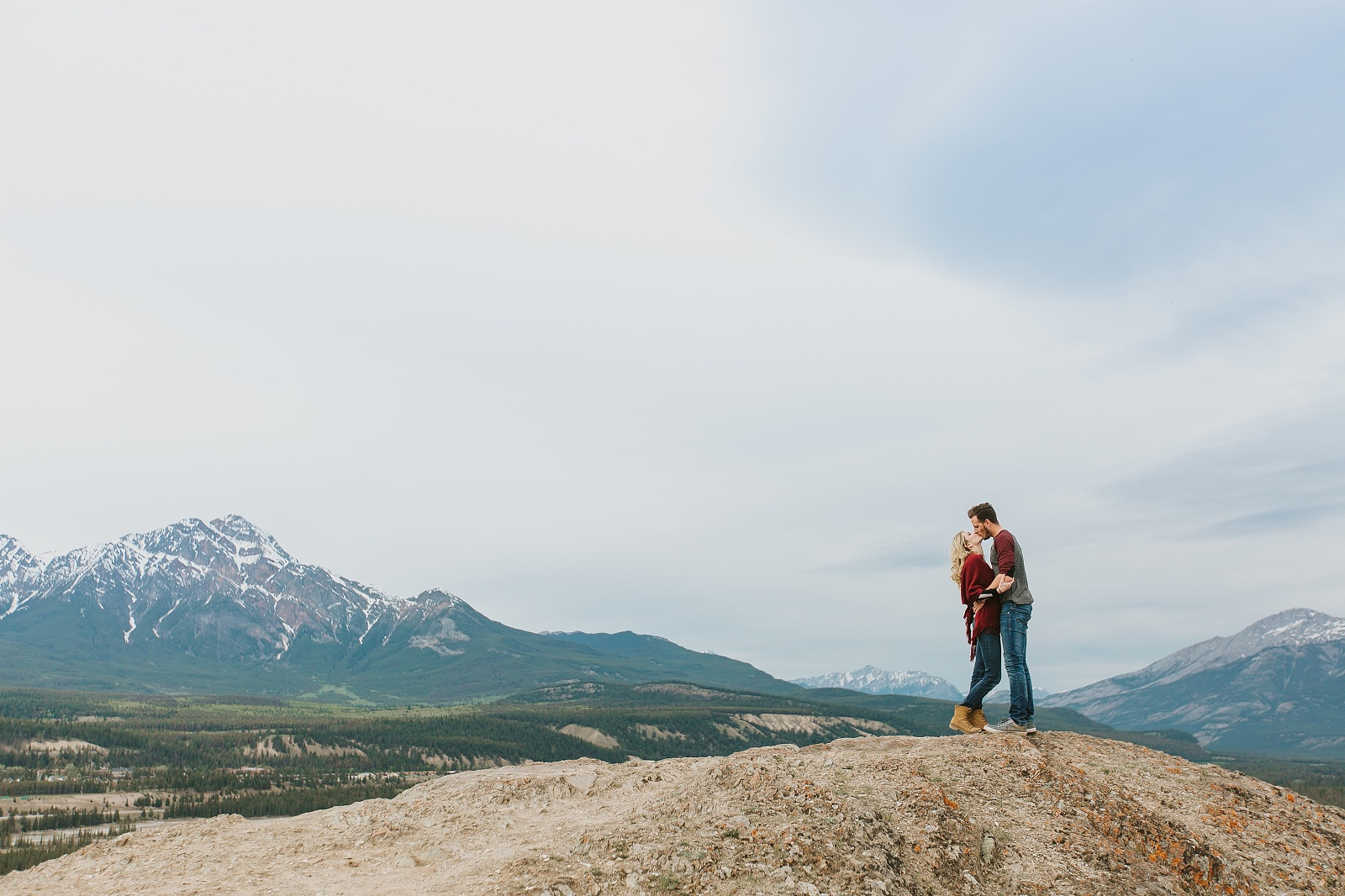 Caity-and-Mac-Mountain-Top-Engagement-Session-at-Jasper-National-Park-Old-Fort-Point-by-Emilie-Smith-Adventure-Photography